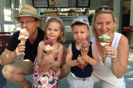 Eis genießen im Cafe Harlekin